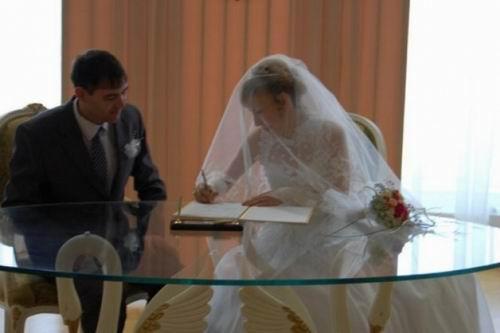 Девушка 20 лет с лицом бабушки вышла замуж. Ее история поразила весь мир