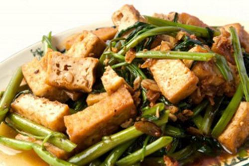 Тофу в соевом соусе и китайской фасолью