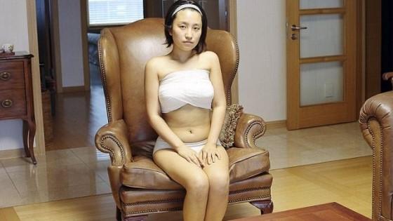 Вот что делает эта девушка с грудью, чтобы ее увеличить!