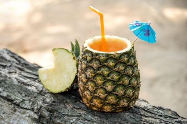 Вкусный коктейль с ананасом и лаймом